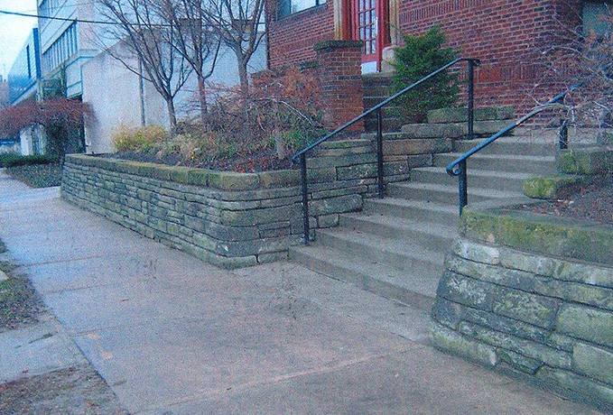 Retainer Wall:  Natural Sand Stone Retaining Wall